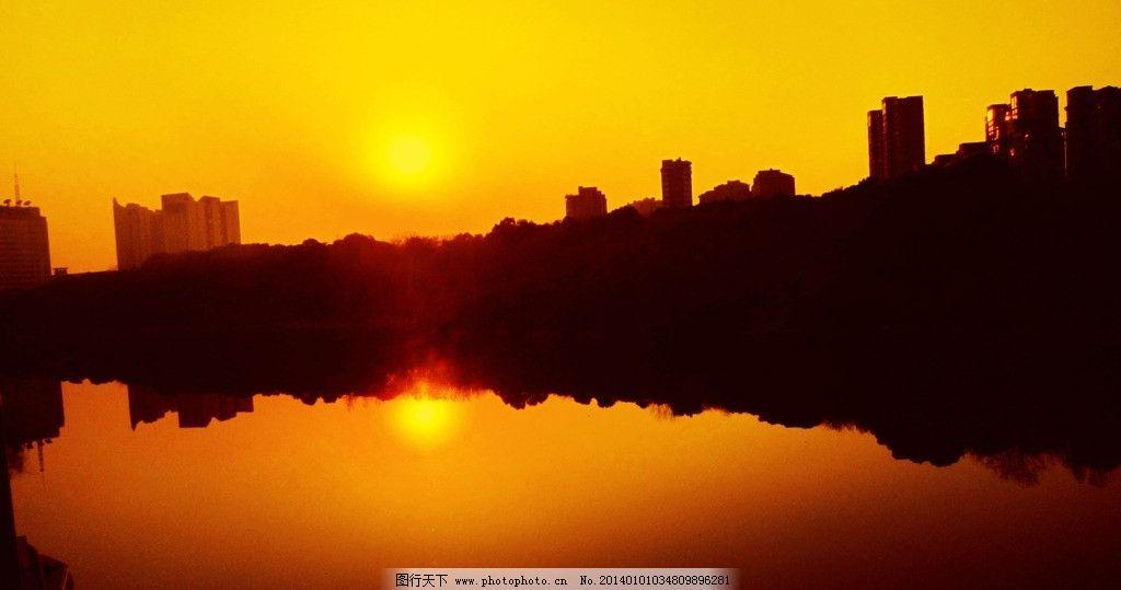 夕阳 湘潭湖湘公园 建筑 湖 湖水 水中倒影 树木 黄叶 绿叶 自然风景