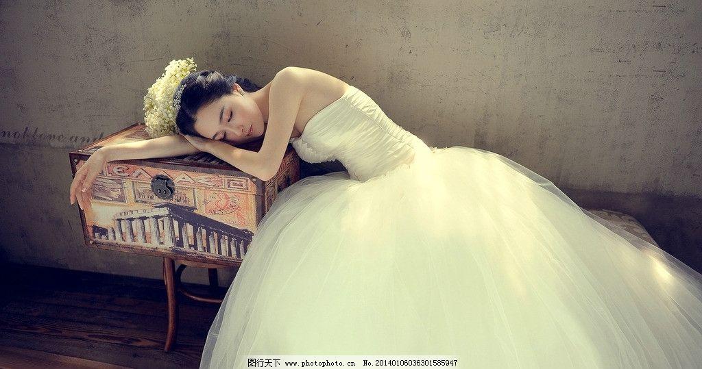 美女 婚纱 旧墙面 睡觉的美女 摄影婚纱图 人物摄影 人物图库 摄影 72