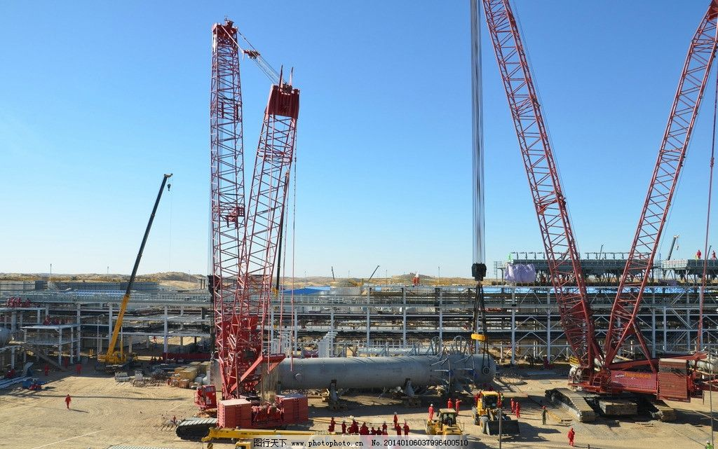 处理厂大型吊装作业 再生塔吊装