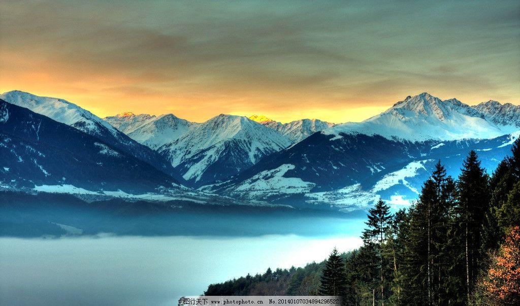 雪山 森林 黄昏 房子 雾气 冰山 自然风景 自然景观 摄影 72dpi jpg