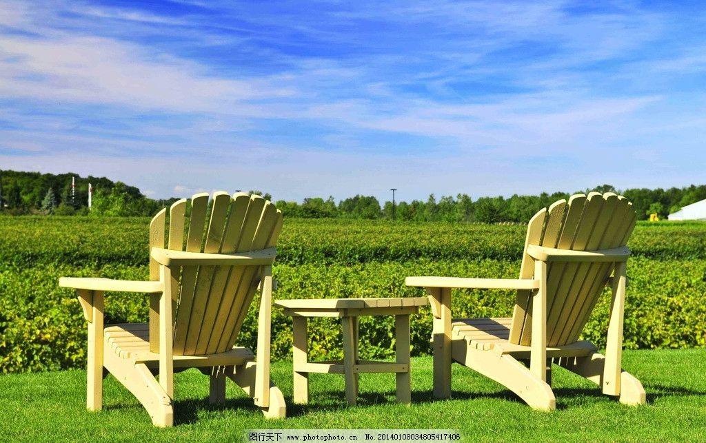 春天风景 春天美景 春景 自然风景 户外风景 蓝天白云 绿草地 藤椅 自