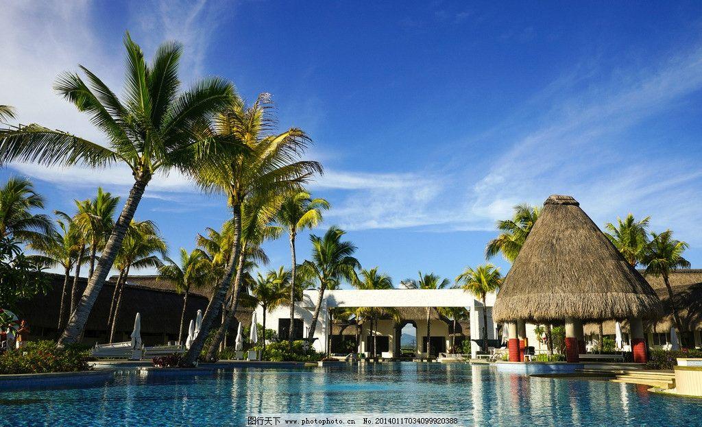 毛里求斯风光 毛里求斯 大海 海滨浴场 尖顶草棚 椰子树 蓝天 国外