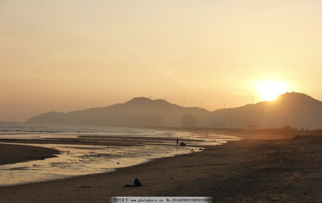 中国海陵岛 海滩 山 建筑 银滩 沙滩 海岸 风车 沙滩椅 草屋 晚霞