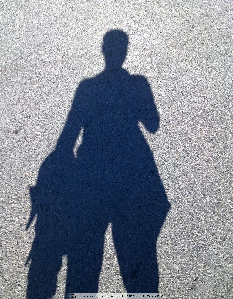 地上的人物影子图片