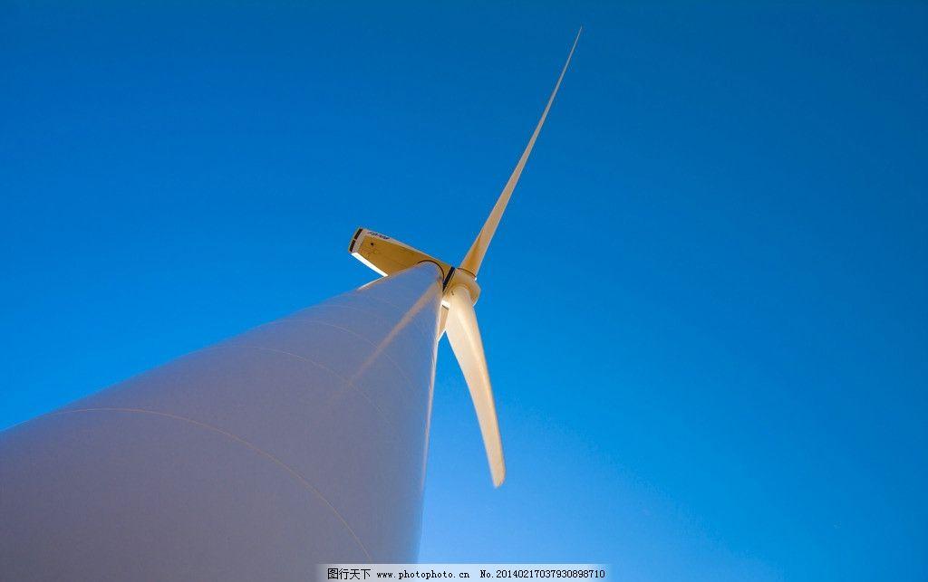风车 建筑物 景观 蓝天 现代科技 工业生产 摄影 300dpi jpg