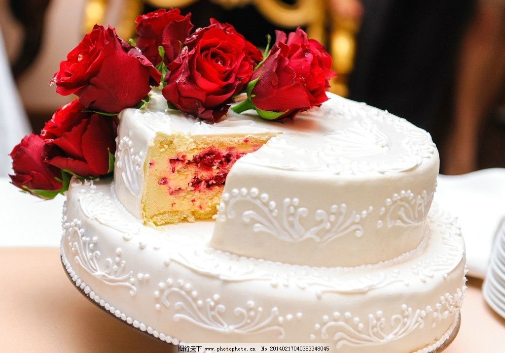蛋糕 奶油 果酱 玫瑰 鲜花 节日 浪漫 美食 甜品 诱人 美味 西餐美食