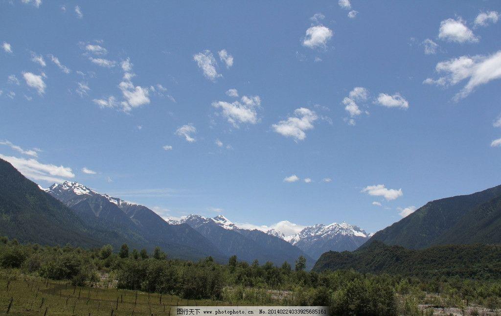西藏风景 西藏 天空 蓝天 白云 山 山峦 树木 山峰 草地 国内旅游