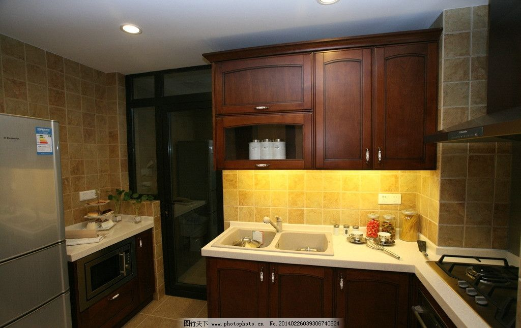 厨房 灯光 洗手池 微波柜 辉煌 室内摄影 建筑园林