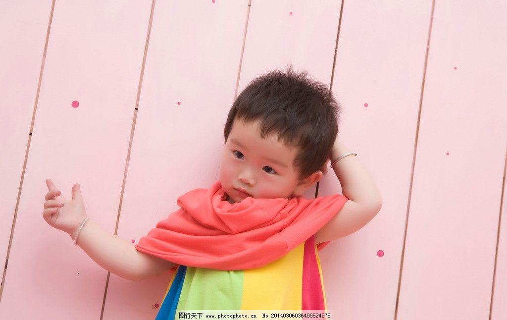 宝宝写真 宝宝 可爱 围巾 条纹 写真 微笑 天真 红色 儿童 彩虹 儿童