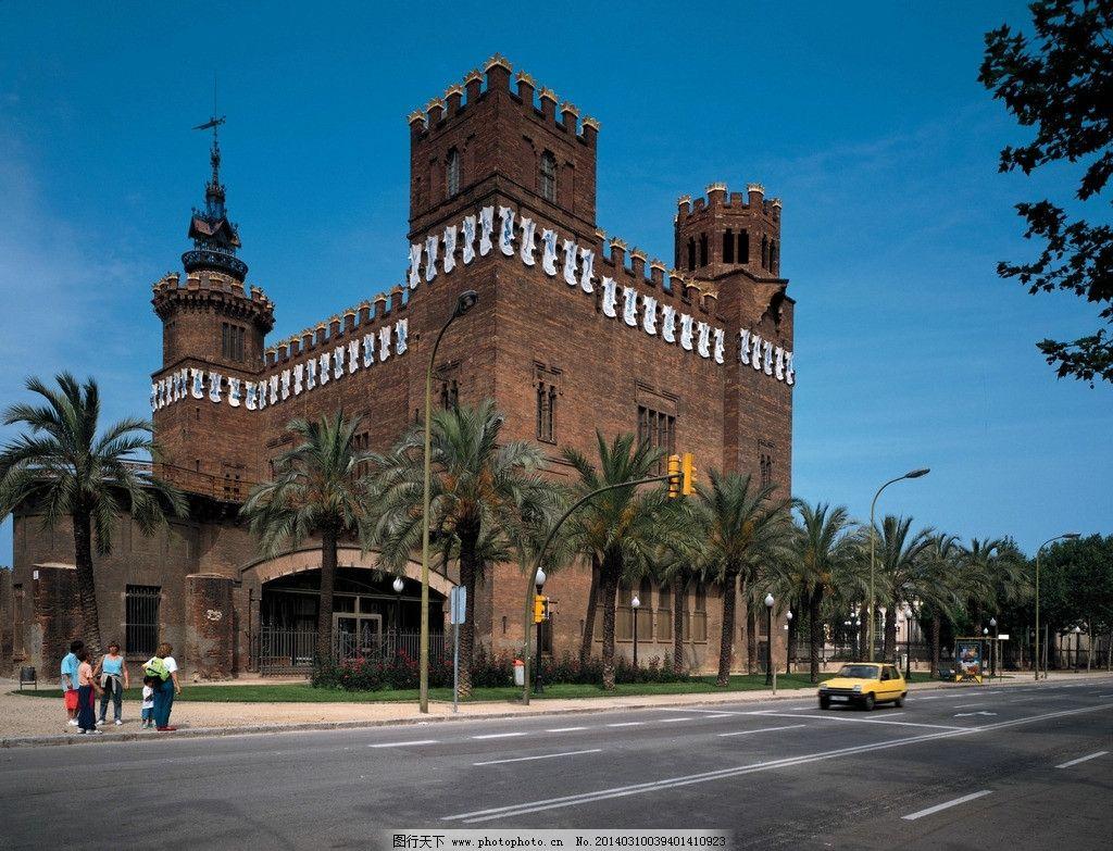 欧洲建筑 欧式风格 街道 椰树 红砖 小汽车 建筑摄影 建筑园林 摄影
