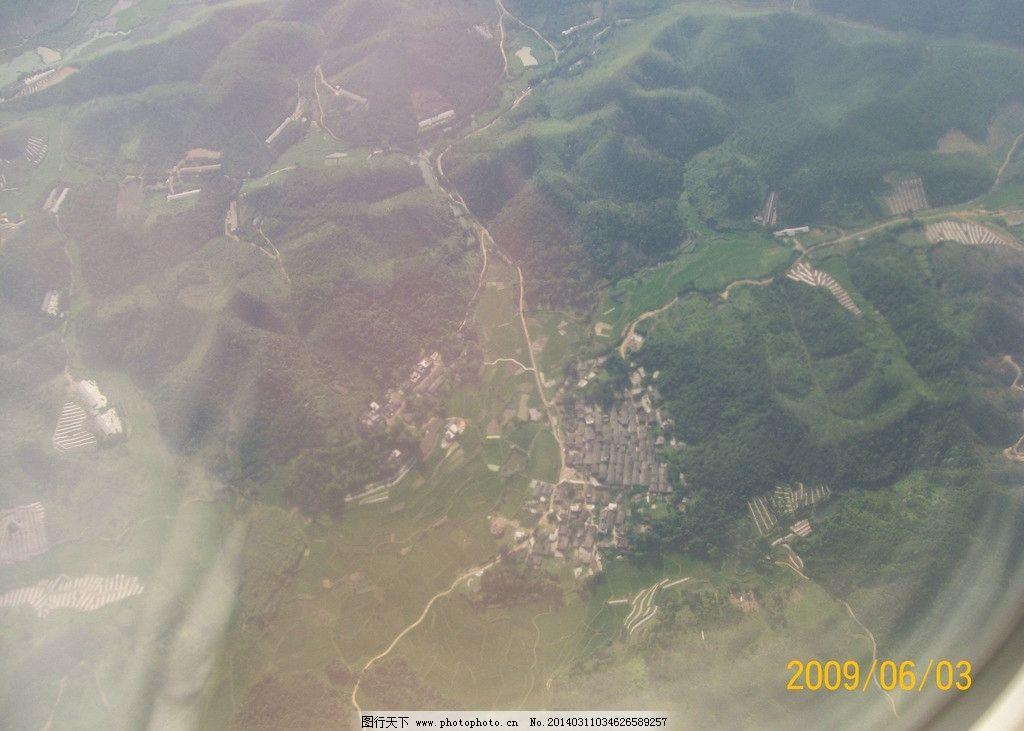 航拍照片 航拍 俯视 大地 房屋 照片 风景名胜 自然景观 摄影 230dpi