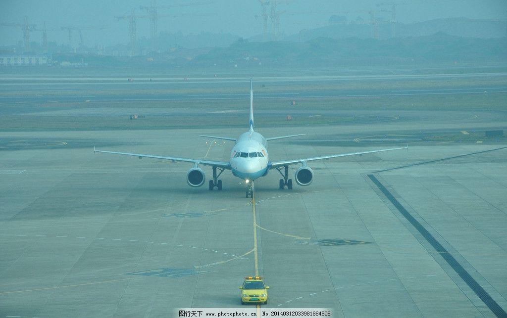 飞机返回机场图片