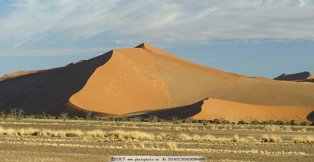 设计图库 自然景观 旅游摄影  戈壁 非洲 特写 蓝天 白云 沙滩 山