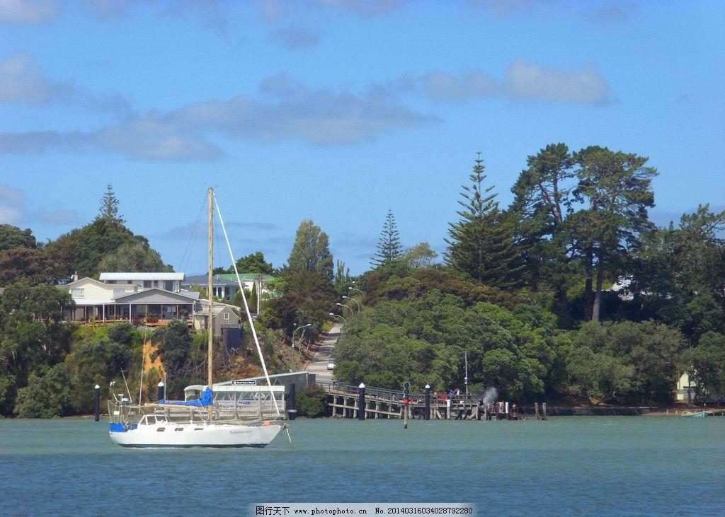 新西兰码头风景 蓝天 白云 大海 海水 远山 绿树 游艇 船只 建筑 码头