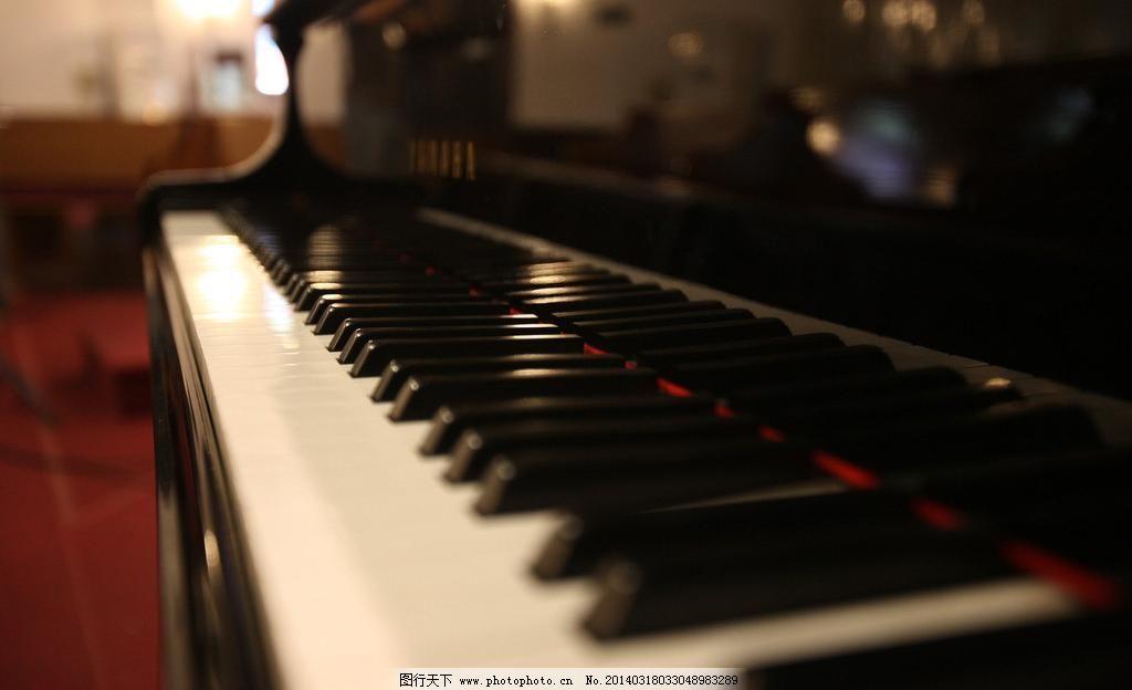 摄影 十字架 信仰 优美钢琴键盘图片素材下载 优美钢琴键盘 百年教堂图片