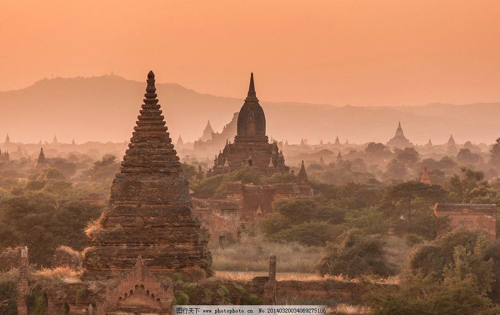 暮色笼罩的古塔 缅甸 蒲甘 佛塔 树丛 天空 夕阳 暮色 万塔之都蒲甘