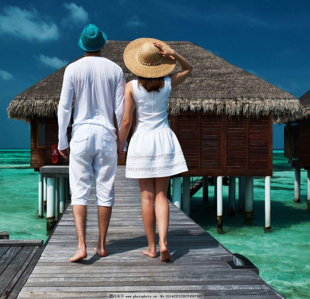 夏日情侣 情侣 度假 旅行 手牵手 背影 海边情侣 海边背影 唯美背影