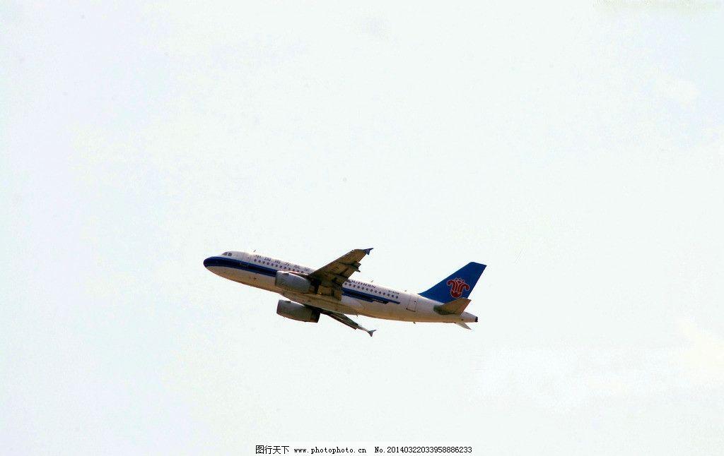 飞机飞行图片