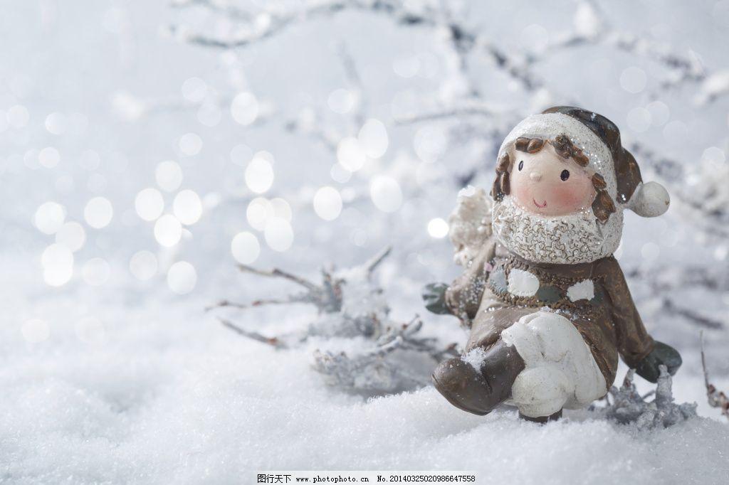 雪地可爱小石偶图片