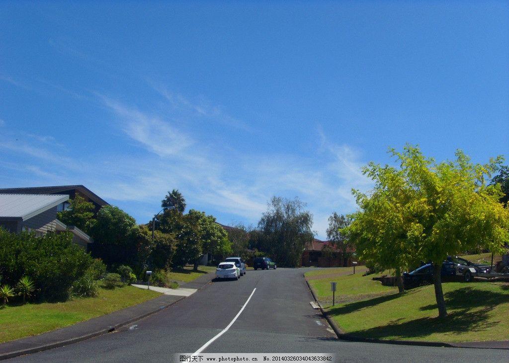 新西兰风景 蓝天 白云 绿树 绿地 草地 建筑 房屋 道路 车辆 新西兰