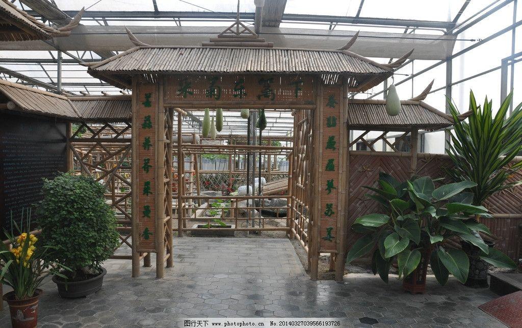 古代建筑 门楼子 屋檐 绿色 植物 原石 原木 园林建筑 建筑园林 摄影