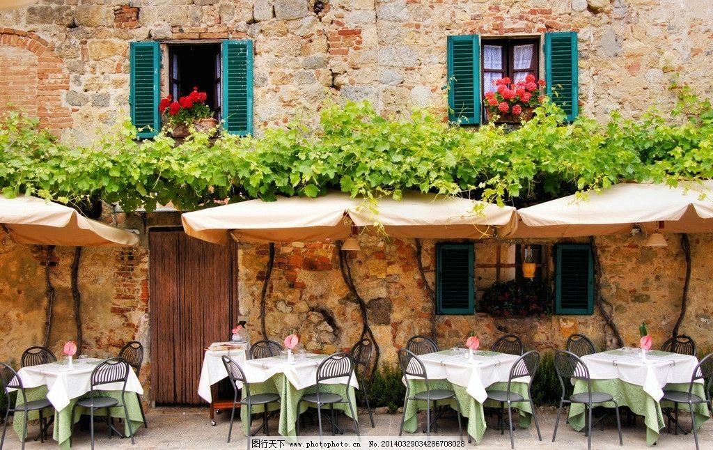 欧洲小镇 餐桌 桌椅 室外 葡萄架 窗户 鲜花 美丽 宁静 安静 世界风情