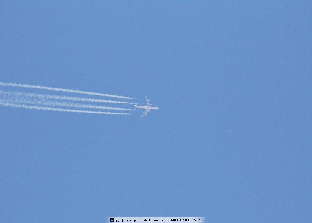 飞机 蓝天 白色烟雾 摄影     交通工具 现代科技 96dpi jpg